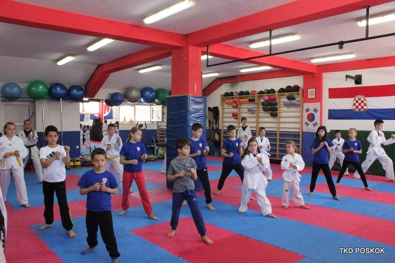 Taekwondo: Polaganje učeničkih pojaseva