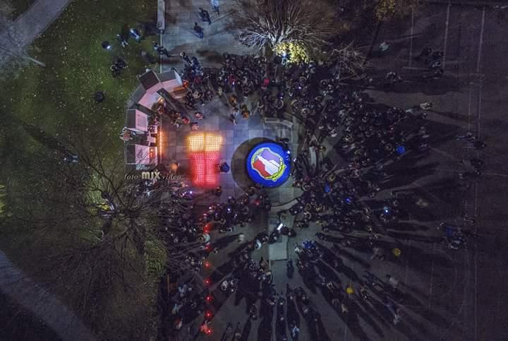 POSUŠJE: Framaši sa svojim sugrađanima molitvom i paljenjem svijeća obilježil pad Vukovara