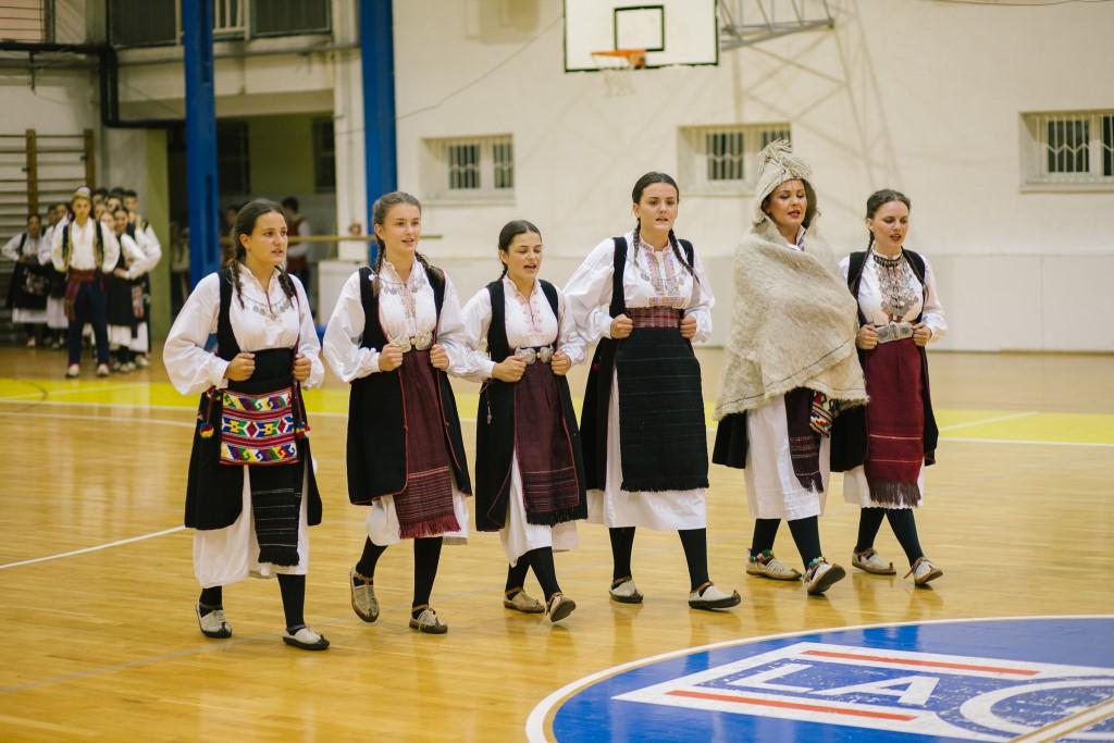 Održana 13. smotra hrvatskog izvornog folklora uz nastup Slavonskih lola