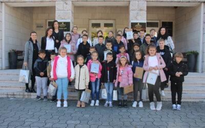Osnovci Područne škole Vinjani u posjetu Općini Posušje